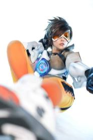 overwatch-tracer-cosplay-by-tasha-3
