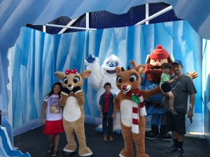 Character meet SeaWorld San Antonio. Christmas Celebration.
