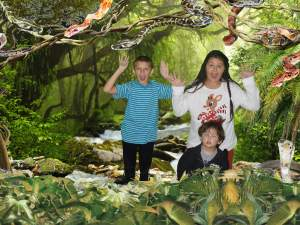 Snake green screen for photo at San Antonio Zoo part of the photo package.