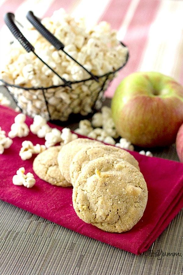 salted-caramel-apple-popcorn-cookie-itsyummi