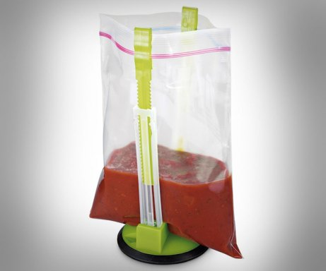 hands-free-ziploc-bag-holder- helps you fill ziploc bags without the spill. For more great gift ideas, visit adventuresofb2.com