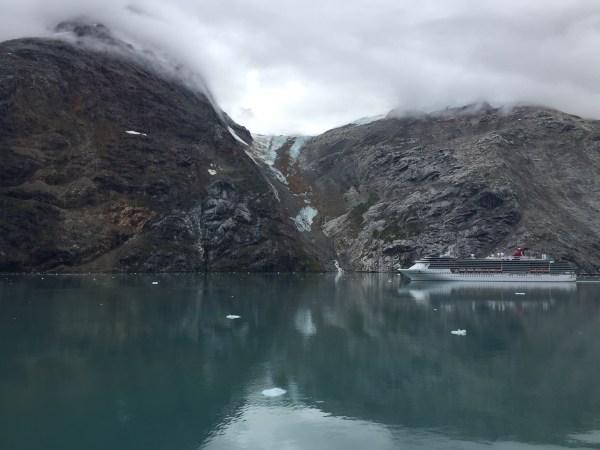 cruise boat in glacier bay alaska