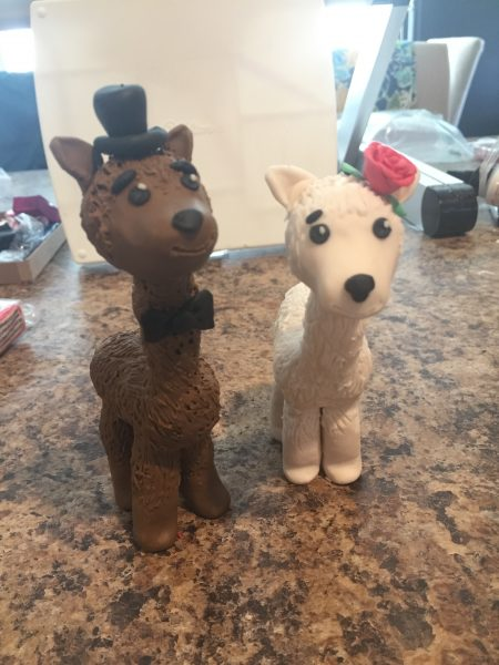 bride and groom llama cake topper using polymer clay tutorial to give you the perfect keepsake for your wedding.