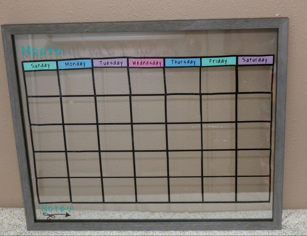 DIY dry erase calendar using floating picture frame. Perfect for keeping life organized with this diy calendar