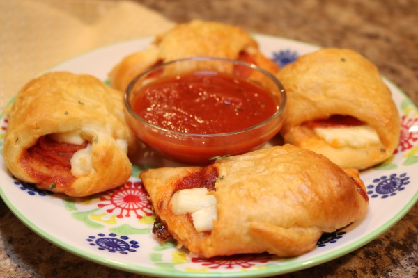 These pizza pocket pizzas make a perfect appetizer for a party. Whip these finger food snack up in 30 mins or less!