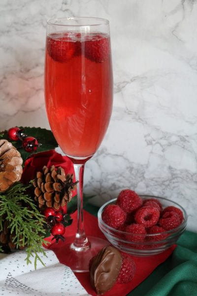 These vanilla cranberry mimosas are the perfect drinks for the holidays. Bring it to your next Christmas party for some delicious holiday cheer.