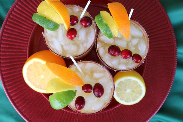 How beautiful does this holiday cocktail look? Bursting with citrus flavor, it's bound to wow your party guests this holiday season! Garnish with sugared cranberries for the perfect holiday drink! #christmasdrinks #holidaycocktail
