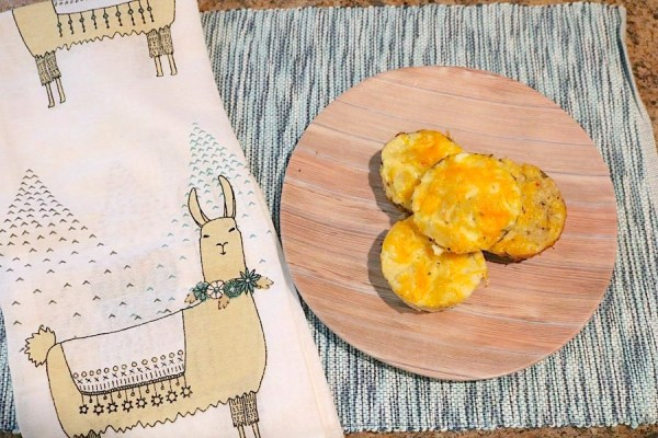 Breakfast Egg Muffins are a lo carb healthy breakfast that is quick and easy to make. Just scramble some eggs and add some meat or veggies and bake! An excellent option for a healthy breakfast on the go! - Adventures of B2
