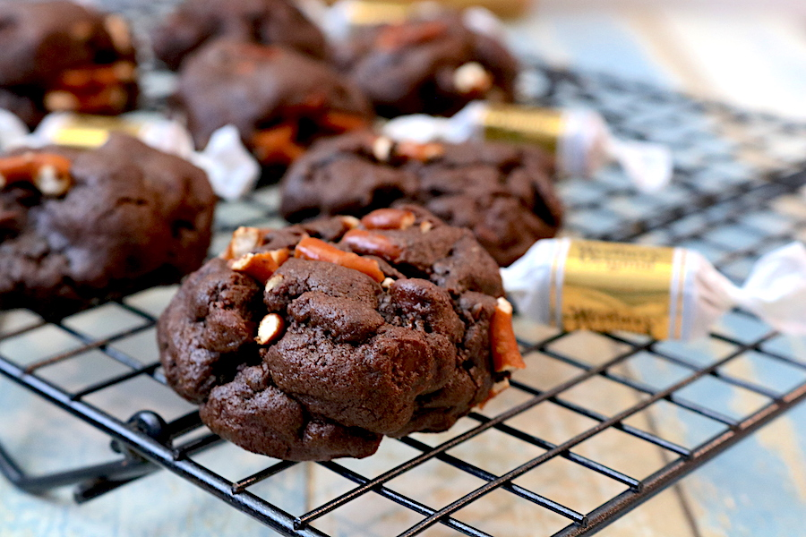 chocolate salted caramel pretzel is an amazing combination of salty with sweet. A chocolate cookie stuffed with smooth caramel and topped with chocolate chips and pretzel bits. Your ultimate cookie for any occasion- Adventuresofb2.com