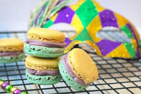 Mardi Gras King Cake Macarons are delightful little macaron with swirls of cinnamon. A light flavor of a king cake just in time for the Mardi Gras season. - Adventures of B2