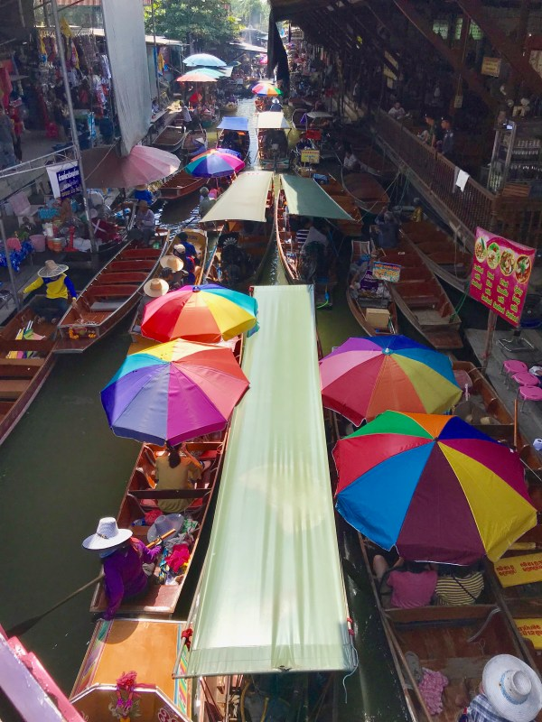 Ten reasons to visit Thailand and best reason is to visit the colorful floating market.