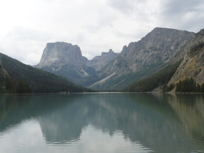 Squaretop Mountain from Upper Green River Lake. The upper lake is only about 1 mile long and 0.25 mile wide, half the dimensions of the lower lake. The surface area is only 1/4 of the size of the lower lake.