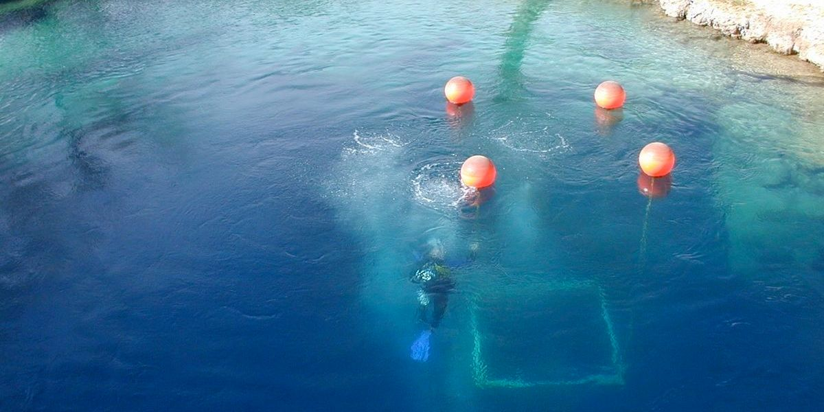 Veteran scuba diver dies in Blue Hole caves that had been
