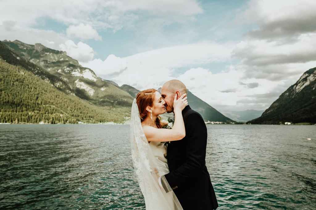 Mountain lake wedding in the Austrian Alps by Adventure wedding photographer Wild Connections Photography