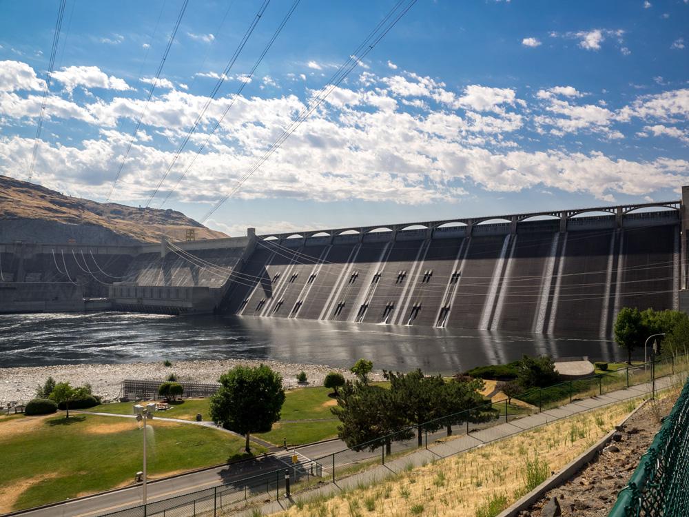 Grand Coulee Dam. www.adventuringbeyond.com