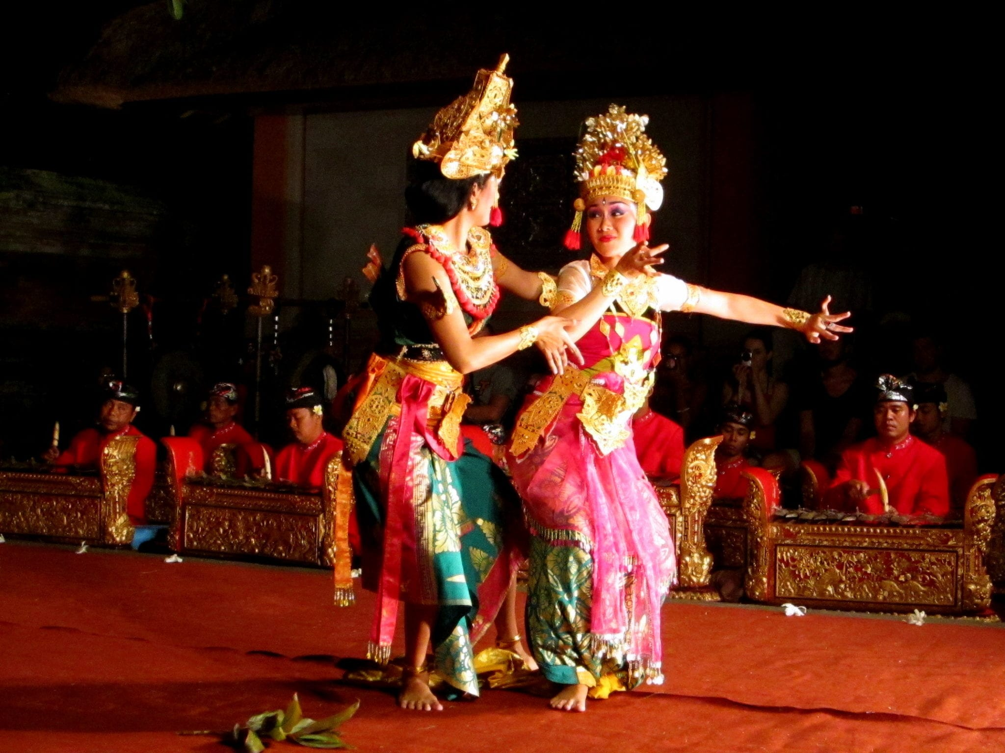 traditional balinese dance in