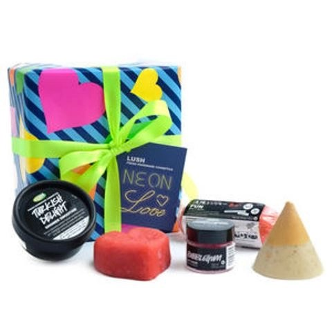 Love to Love You LUSH,  The Neon Love Valentine's Gift Box @lushcosmetics #ValentinesDay