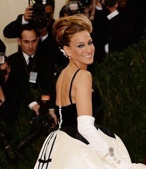 Sarah Jessica Parker at the Metropolitan Museum's Costume Institute Gala NARS makes her makeup magic @NarsAssist #MetGala