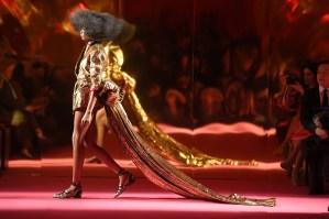 """Schiaparelli, Paris wows with """"ode to self-confidence"""" (see photos, and sigh!) #HauteCoutureFashionWeek"""