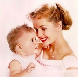 carrier fishsher as a baby with mother debbie reynolds