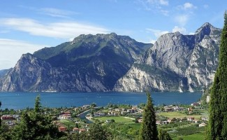lake garda italy wine region