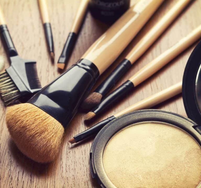 Unos toques de iluminador conferirán vitalidad y forma al rostro, mejorando su aspecto.