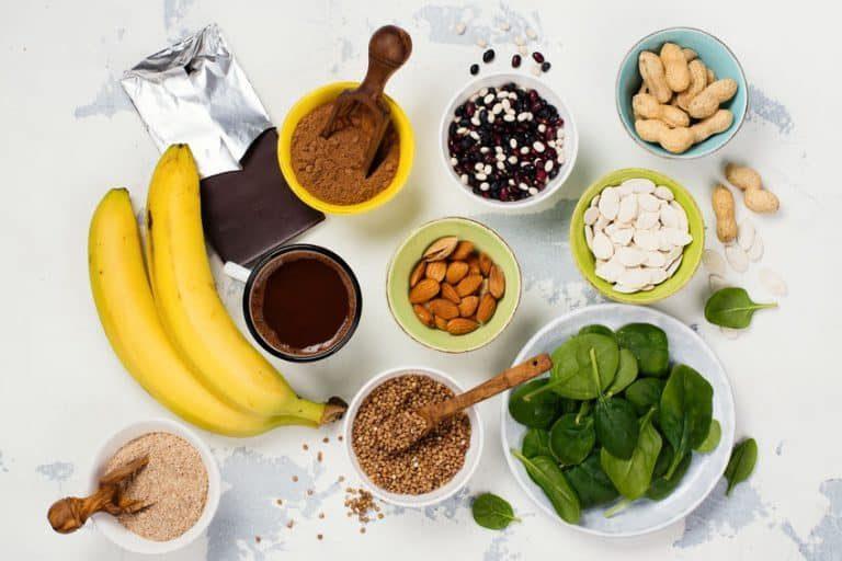 El déficit de magnesio aparece en personas que siguen dietas pobres en frutas y verduras.
