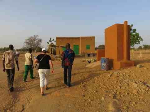 Maison du Directeur, à droite, latrine 1 poste.