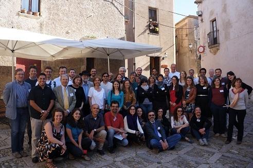 Foto de grupo de los  participantes en el curso de verano de la escuela de periodismo científico de Erice