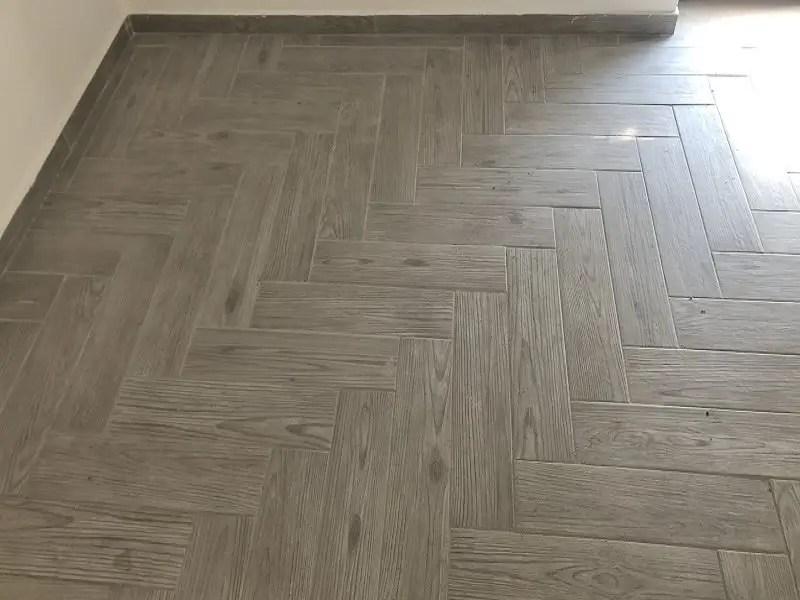 Posa pavimento gres porcellanato appartamento a Salerno