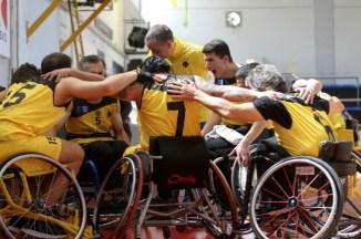 aek-basket-amaxidio-team-omada-omadiki-agkalia-hug