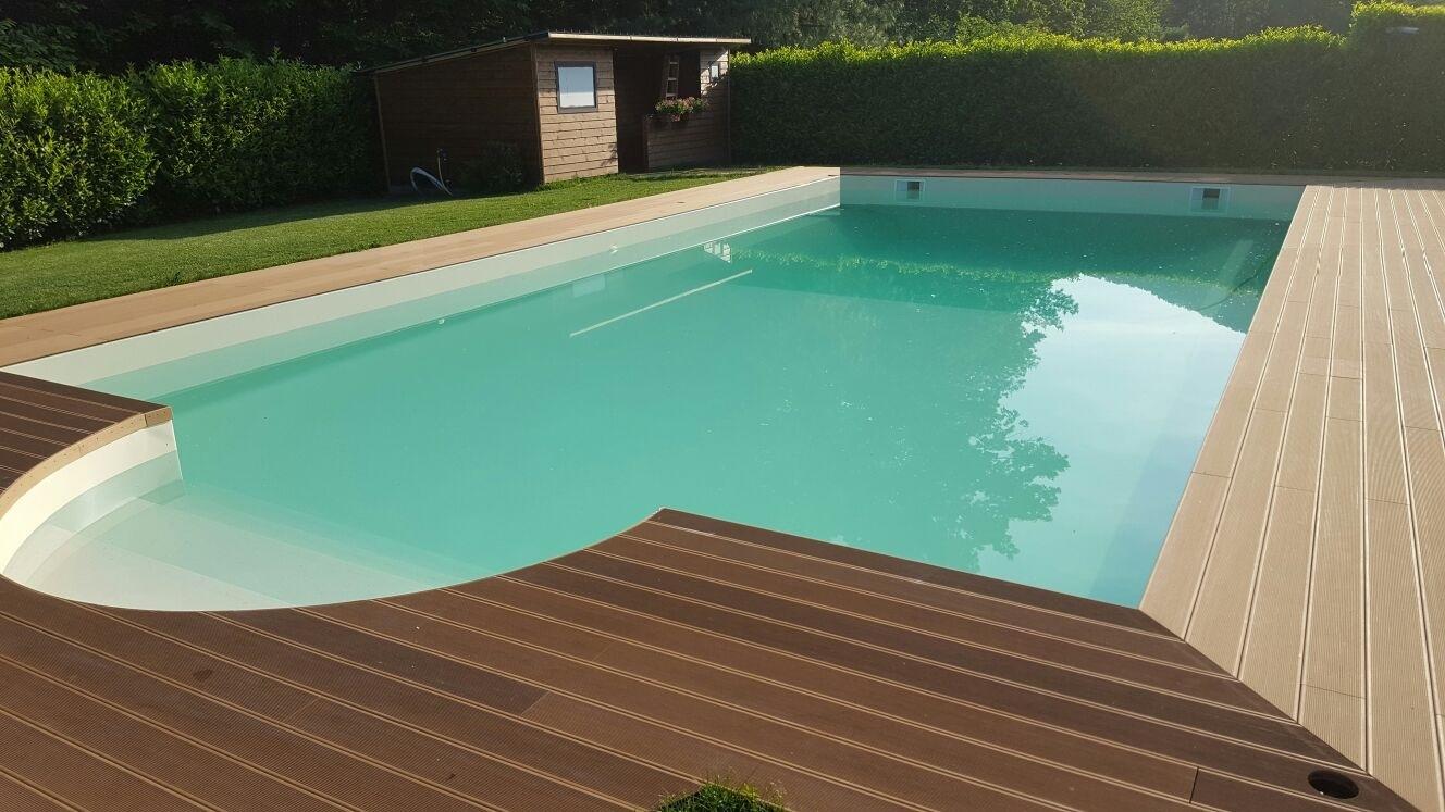 piscina privata con scala romana e solarium in legno ricostruito  aePiscine
