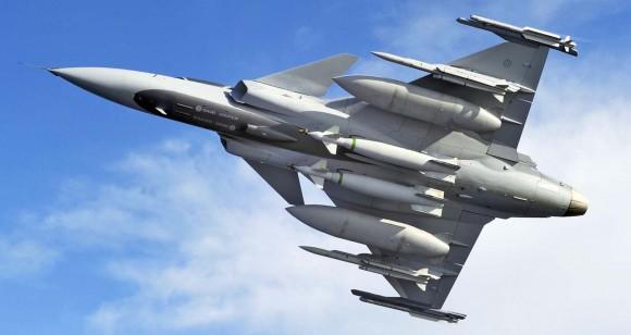 Gripen NG - vista ventral com cargas externas - foto Saab