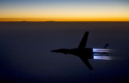 Caça da Força Aérea dos EUA sobrevoa a região norte do Iraque