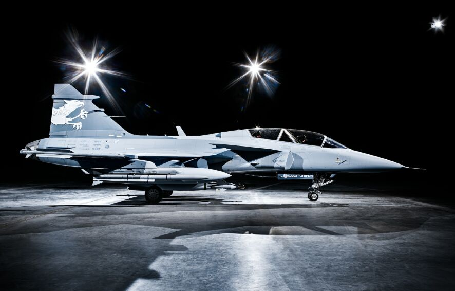 https://i0.wp.com/www.aereo.jor.br/wp-content/uploads/2009/01/gripen-demo-foto-rollout-gripen-international.jpg