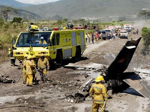 https://i0.wp.com/www.aereo.jor.br/wp-content/uploads/2010/07/Destro%C3%A7os-queda-avi%C3%A3o-militar-venezuela-foto-AP-via-G1-580x434.jpg