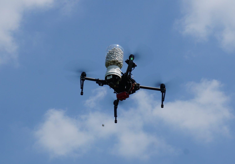 distribuzione capsule con drone per agricoltura biologica