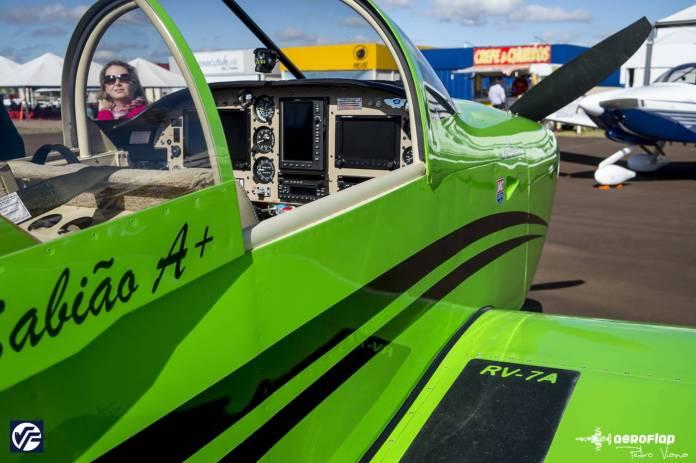 Cockpit do RV-7 na EAB 2015.