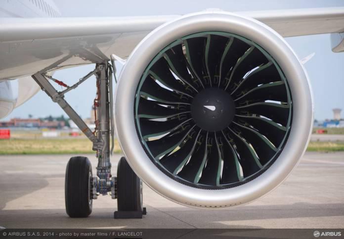 Em detalhe, motor Pratt & Whitney equipando um Airbus A320neo.