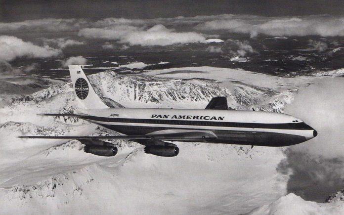 Boeing 707 da Pan Am mesmo modelo que fez o primeiro voo a jato da empresa.