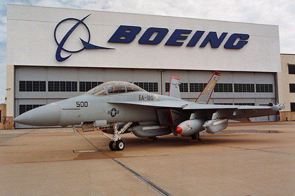 Aeronave EA-18G na unidade de St. Louis da Boeing.