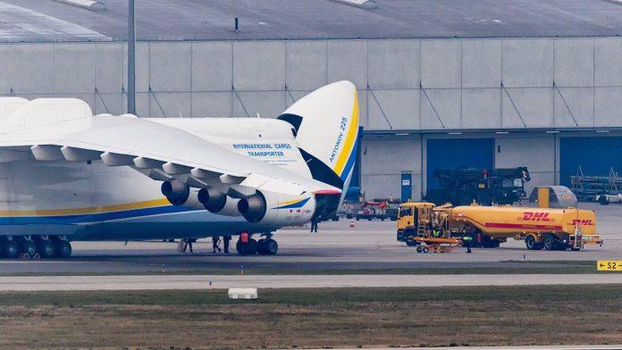 Antonov 225 no Aeroporto de LeipzigHalle durante voo para a América do Sul | Photo by @loplo (Twitter)