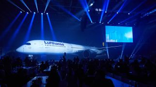 csm_20170202_PM_A350_Roll-in_6bd4fa0af1