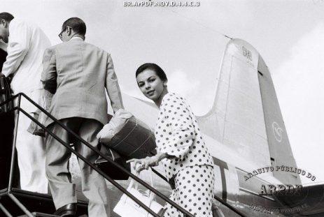 Passageiros embarcando em 1958. Foto - Arquivo Público do DF/Reprodução