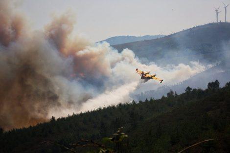 Canadair no combate aos incêndios em Pedrógão Grande - Portugal