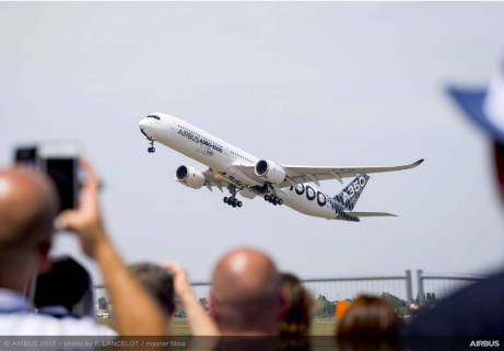 A350-1000-flying-display-day2-PAS2017-0329