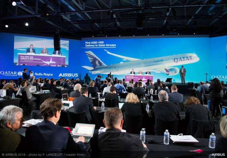 Executivos da Airbus, Qatar Airways e Rolls-Royce realizam uma conferência de imprensa na entrega do primeiro A350-1000 para a Qatar Airways