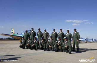 Membros da fumaça com Comandante da ALA1, Brig, Ary ( no centro de boné azul).