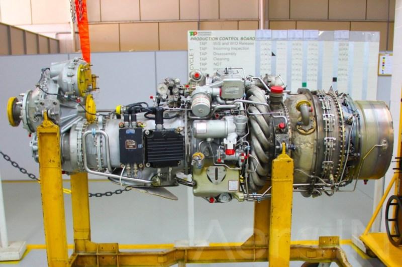 Motor Pratt & Whitney em processo de manutenção.