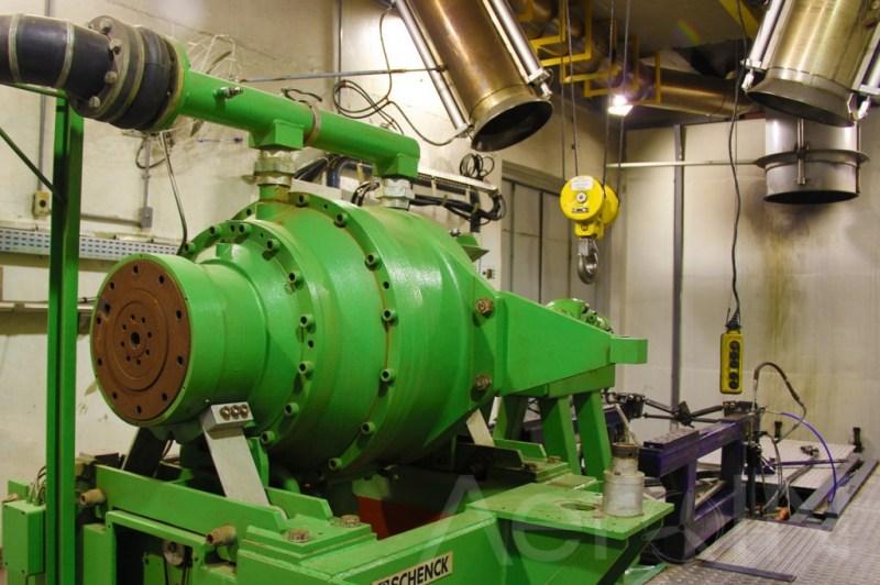 Os motores podem ser testados à máxima potência. É um das poucas oficinas do Brasil que possuem essa capacidade.